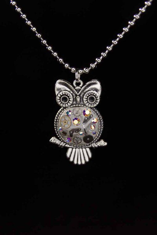 Klipsutin Aika on upea Preciosa-kristalleista ja kierrätetyistä kellonosista valmistettu malli.
