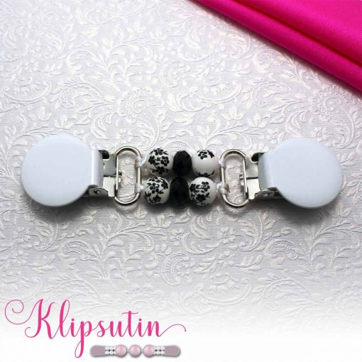Napittoman neuletakin ja villatakin pidike nimeltä Klipsutin Malla. Kuvassa näkyy tuotteen valkoinen vaihtoehto.