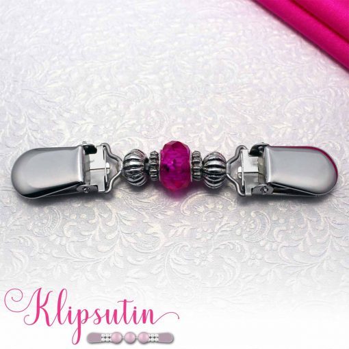 Napittoman neuletakin ja villatakin pidike nimeltä Klipsutin Helinä. Kuvassa näkyy tuotteen pinkki vaihtoehto.