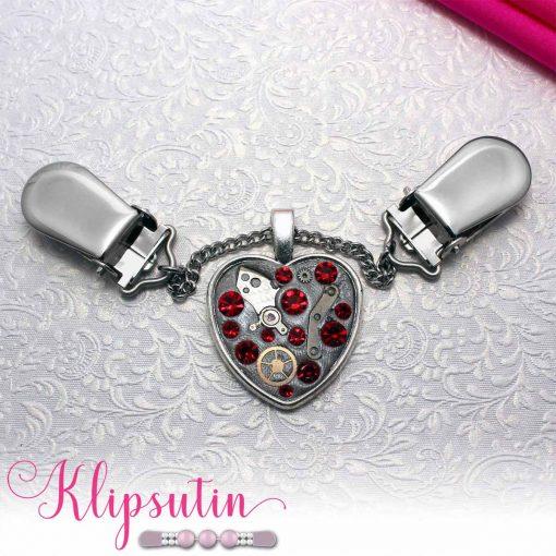 Napittoman neuletakin ja villatakin pidike nimeltä Klipsutin Rautasydän. Kuvassa näkyy tuotteen punainen vaihtoehto.