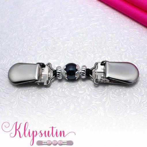 Napittoman neuletakin ja villatakin pidike nimeltä Klipsutin Giia. Kuvassa näkyy tuotteen sininen vaihtoehto.