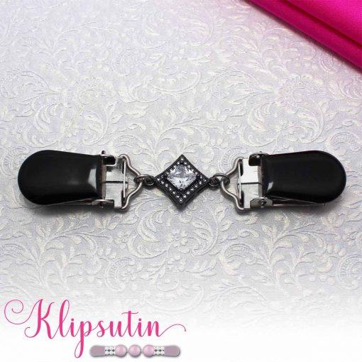 Napittoman neuletakin ja villatakin pidike nimeltä Klipsutin Sohvi. Kuvassa näkyy tuotteen musta vaihtoehto.