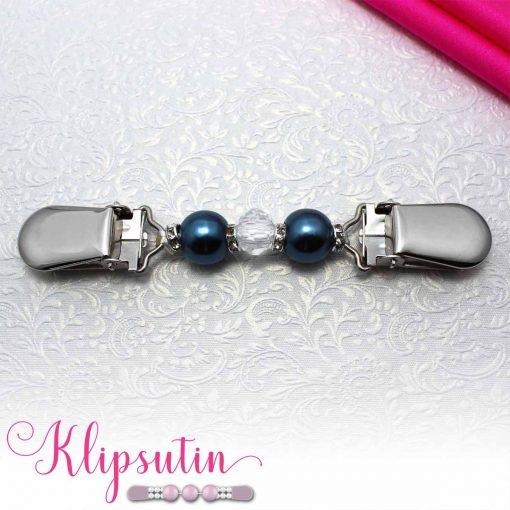 Napittoman neuletakin ja villatakin pidike nimeltä Klipsutin Tania. Kuvassa näkyy tuotteen sininen vaihtoehto.
