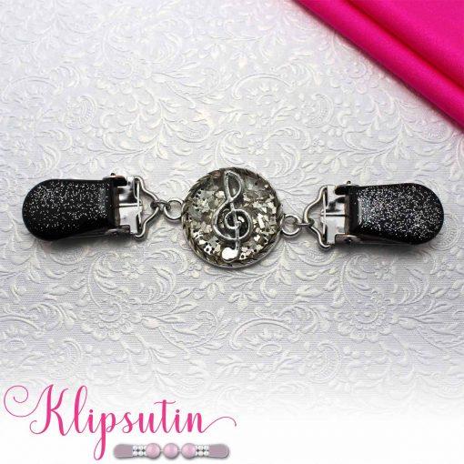 Napittoman neuletakin ja villatakin pidike nimeltä Klipsutin Sound. Kuvassa näkyy tuotteen hopeanvärinen vaihtoehto.