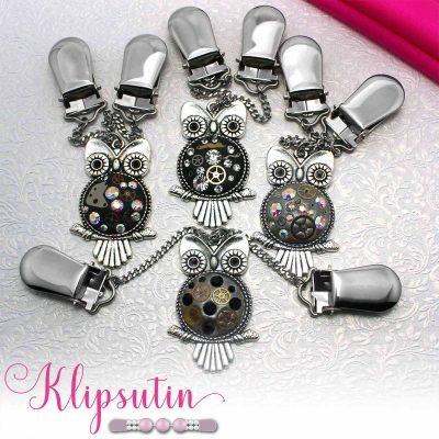 Napittoman neuletakin ja villatakin pidike nimeltä Klipsutin Aika. Kuvassa näkyy tuotteen kaikki vaihtoehdot.
