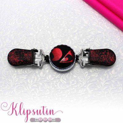 Napittoman neuletakin ja villatakin pidike nimeltä Klipsutin Tipa.